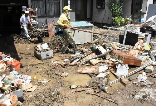 現在、地域住民や災害ボランティアを中心に泥上げや畳上げ、清掃活動をしておりますが、1日でも早い復旧・復興に向けて多くの支援が必要と見込まれます。 そのため、災害支援の寄附受付を開始いたします。皆さまからの温かいご支援をお願いいたします。