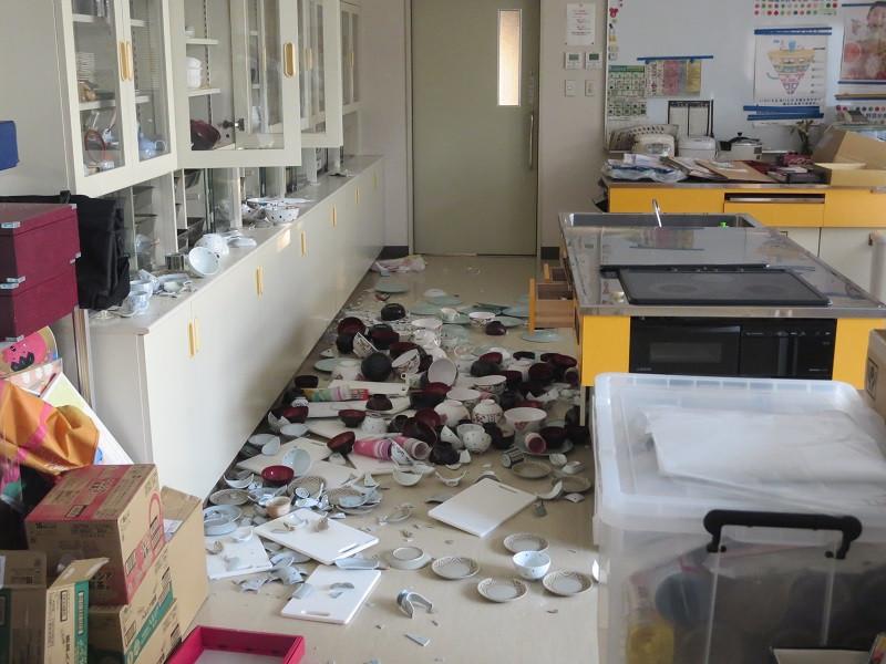 福島県桑折町では2月13日午後11時8分ごろに発生した、福島県沖を震源とするマグニチュード7.3、最大震度6強の「令和3年2月 福島県沖地震」により、建物の破損や停電等による被害が発生しています。 この度の被害を受け、ふるさと納税を通じた災害支援のご寄付の受付を開始させていただきます。 頂戴いたしました災害支援寄付金は、復旧事業や今後の防災対策に使わせて頂きます。  皆様からの温かいご支援をお待ちしております。