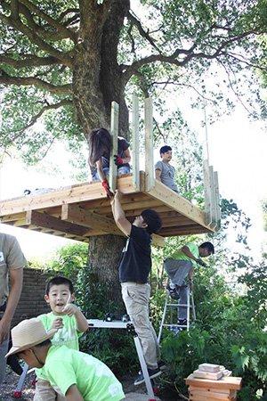フルーツの生育と合わせたイベントを企画し、たくさんの方の手で建設を進めます