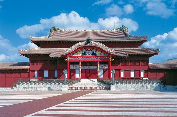 Your donation will contribute toward Naha City in Okinawa's efforts to rebuild fire-ravaged Shuri Castle.