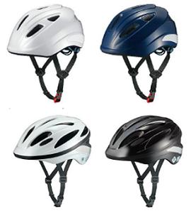 着用するヘルメット (写真右)