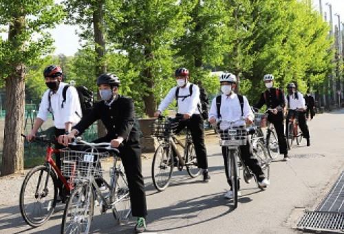 悲しい自転車事故を無くしたい。群馬の高校生にヘルメットを!              ~交通事故から命を守るためのヘルメット着用の定着化に向けて~