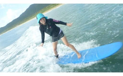 真っ白な砂浜でサーフィン体験してみませんか!