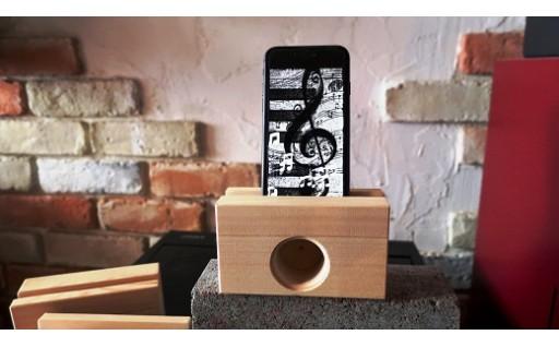 電源要らずのアイフォーン用木製スピーカー