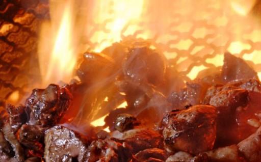 居酒屋八蔵名物「鶏もも炭火焼」