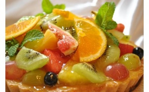 旬のフルーツをたっぷり使用!季節のフルーツタルト