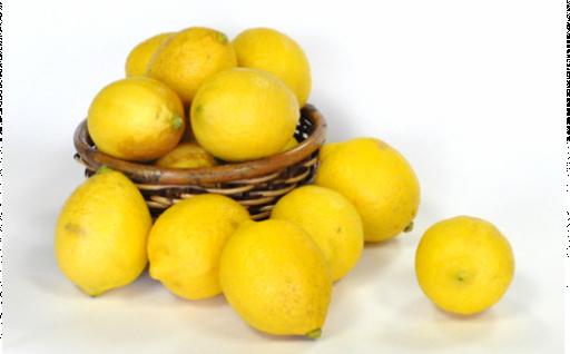 冬越しした香り豊かな希少な国産レモンです!