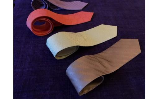 自然の素材を使ったストール、ネクタイが登場!