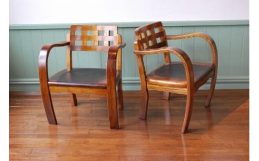 鎌倉彫りを施した、こだわりの椅子です