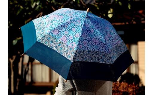 伝統の小紋を掛け合わせた手差し型染 UV日傘