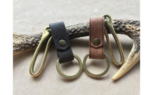 鹿革と真鍮ベルトフックのキーホルダー