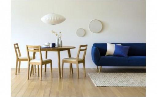 丸みを帯びた天板が特徴のテーブルです
