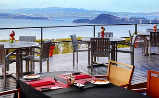 瀬戸内海、鳴門海峡を一望にする高台に建つホテル