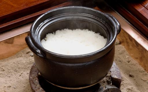 新米もおいしく炊ける直火焼きごはん釜!