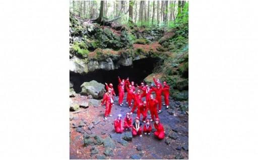 富士山の溶岩でできた青木ヶ原樹海の溶岩洞窟探検!