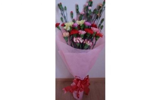 母の日のプレゼントにカーネーションの花束を