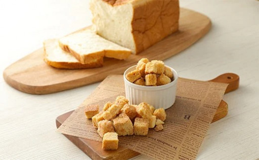 高級食パンをふんだんに使用した贅沢なラスクです!
