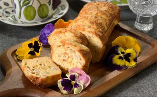 熟成玉ねぎとチーズのケークサレ
