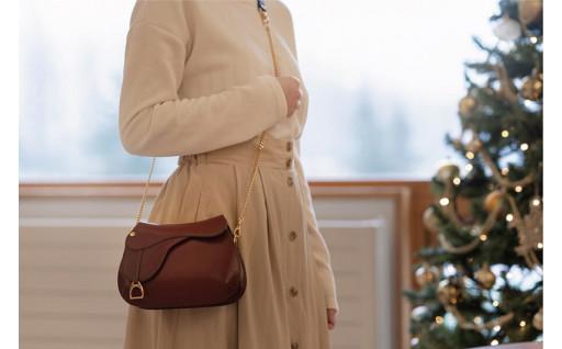 上品さと可愛らしさを兼ね備えたミニバッグ