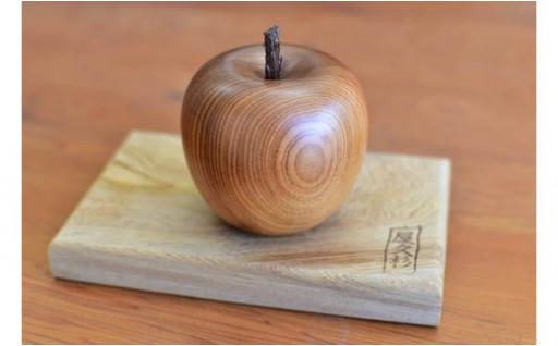 屋久杉 リンゴの置物(台付き)