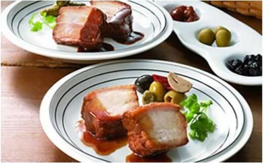 ハンバーグと豚肉の味噌煮込み、和醤煮込みのセット