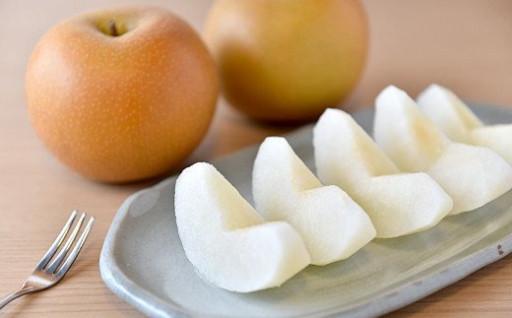 果肉が緻密で糖度が高く果汁も豊富な中玉の梨、秋月