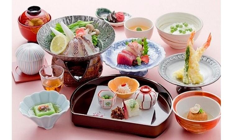 F5-01.いよやかの郷 月替会席ペア宿泊券(平日のみ)