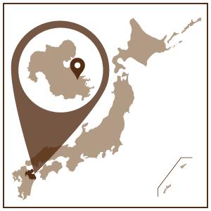 九州地方、大分県の東南部に位置する臼杵(うすき)市。 東は豊後水道に面し、南西部は鎮南山・姫岳などの山稜がたたずんでいます。 自然環境に恵まれた温暖多雨の気候で、農業・漁業のほか、味噌や醤油を中心に醸造業も盛んにおこなわれています。