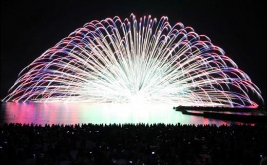 [E-3802] 第38回三国花火大会 観覧席チケット(シート席4名様・お土産付き)~夜空と海面を染める光の共演!名物「水中花火」を間近で見よう!~