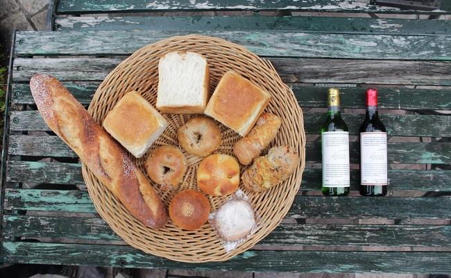 天然酵母の石薪窯焼きパン(トリトン特製ハーフボトルワイン赤白2本セット)