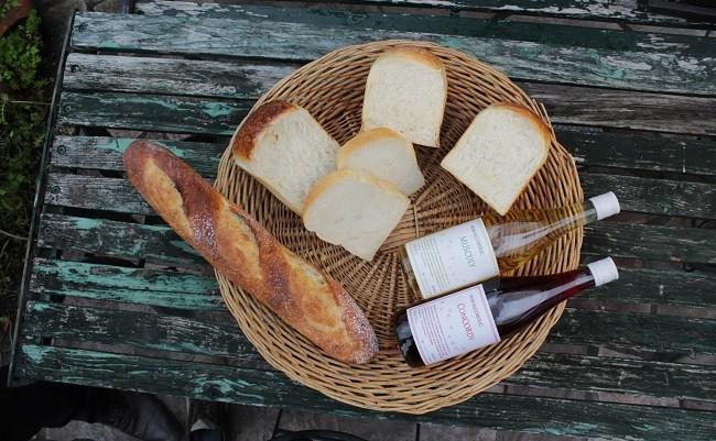 天然酵母の石薪窯焼きパン(トリトン特製ノンアルコールワイン赤白2本セット)