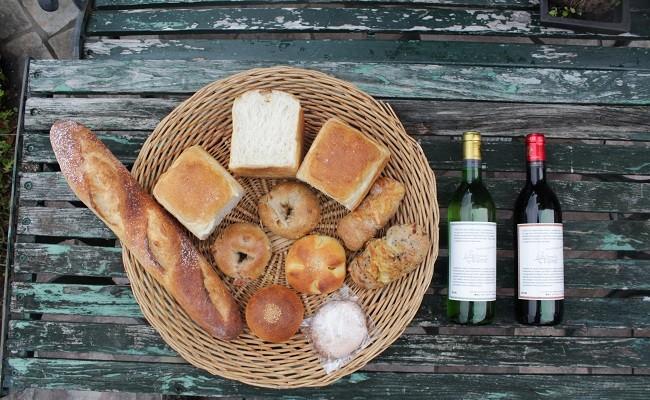 天然酵母の石薪窯焼きパン(トリトン特製ワイン赤白フルボトル2本セット)