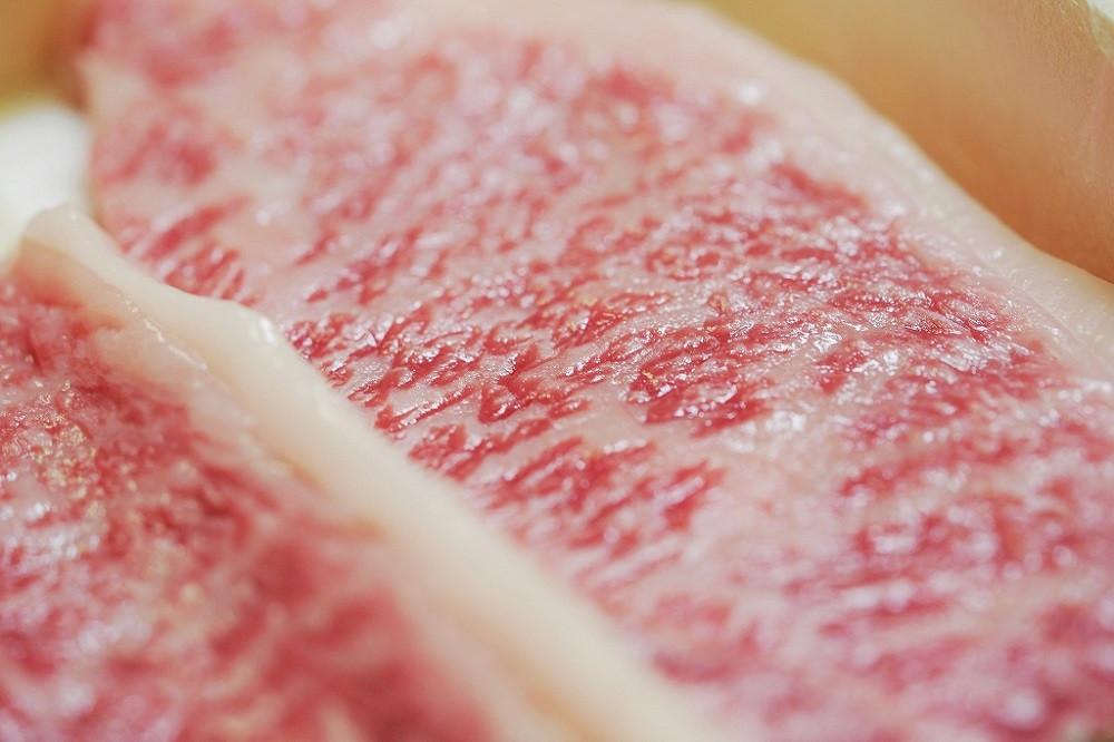 """肉質の良い""""牝牛""""のみを大切に育てた「神戸ビーフ」"""