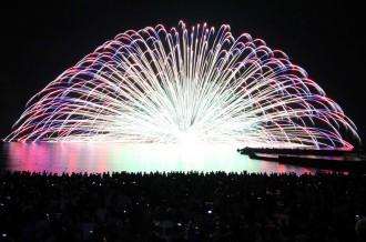 夏の夜空をを彩る!三国花火大会