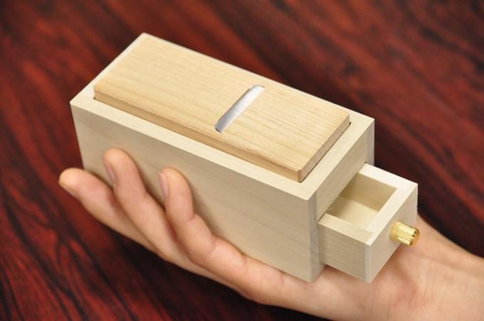 手のひらにのる可愛らしいミニ削り器