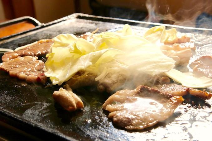 モクモクと湯気が立ちこめます!お肉の焼け具合も良い感じです!