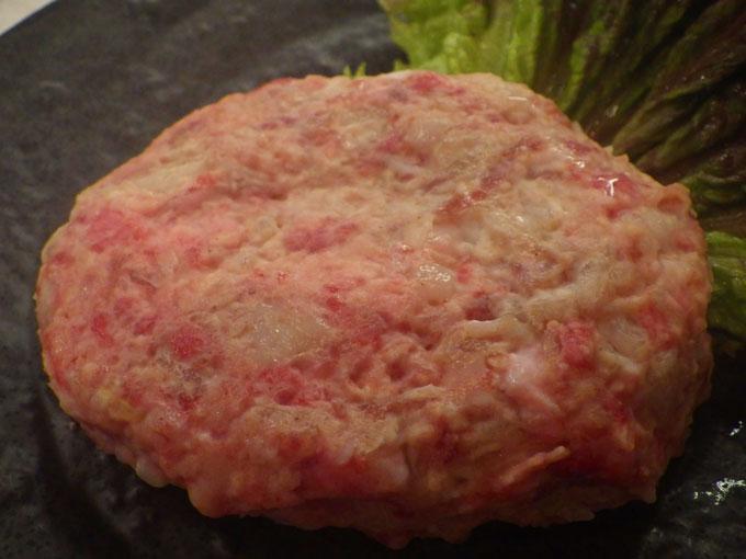 肉の食感を楽しんでいただけるよう粗挽きに仕上げています!!