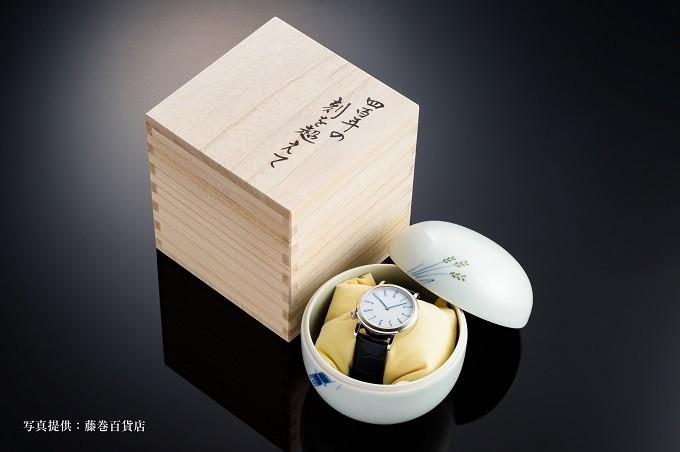 白磁つぼに収納し 「四百年の刻を超えて」と書かれた桐箱入れてお届け