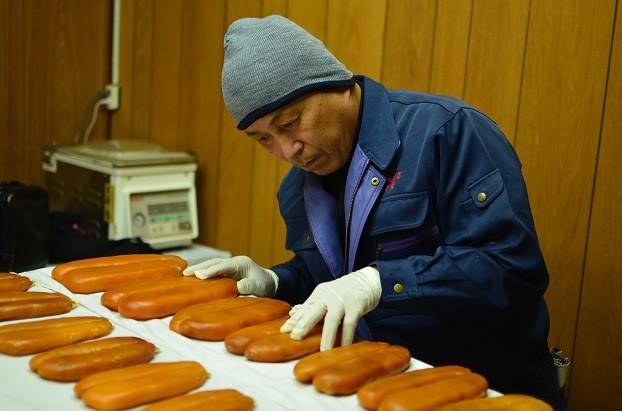 職人の吉岡は、懇切丁寧な管理をします。