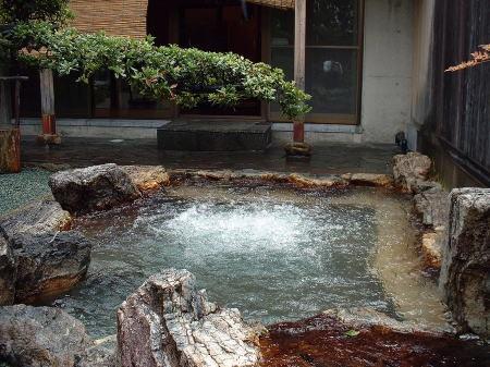 ホテルには優雅な露天風呂も♪