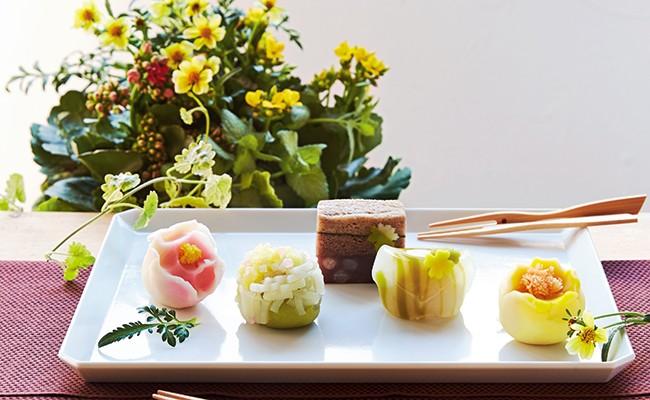 上生菓子はお花をモチーフにしてつくったもの。愛らしさがいっぱいです。
