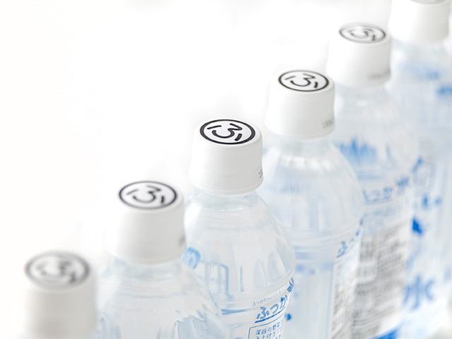 ボトルキャップには「ふ」の文字がデザインされています