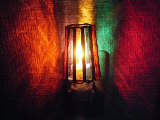 ほんのりと明るく照らします
