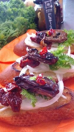 (お料理の一例)牡蠣のオイル漬けタルティーヌ