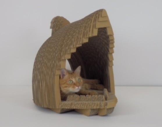 ネコの爪とぎ家具 「DODACODA(さめ)」