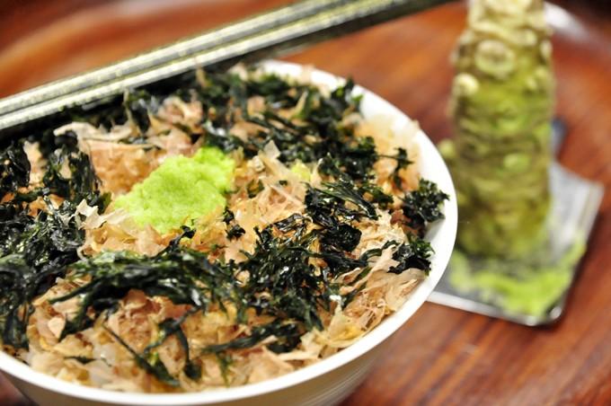 もう一つの西伊豆の名産、本わさびをトッピングすれば極上わさび丼の完成