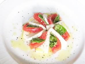 ☆ トマトとモッツァレラのカプレーゼ