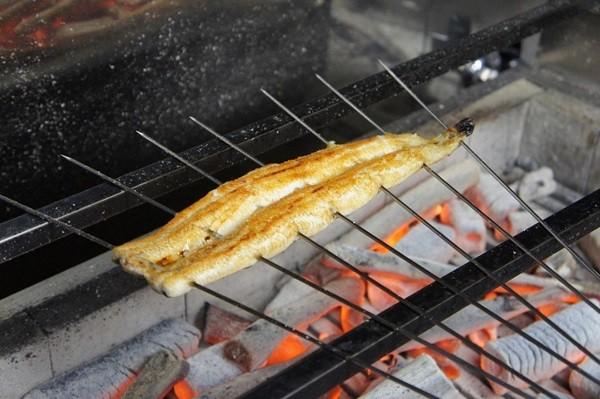 熟練の料理長が塩麹につけて焼き上げます。