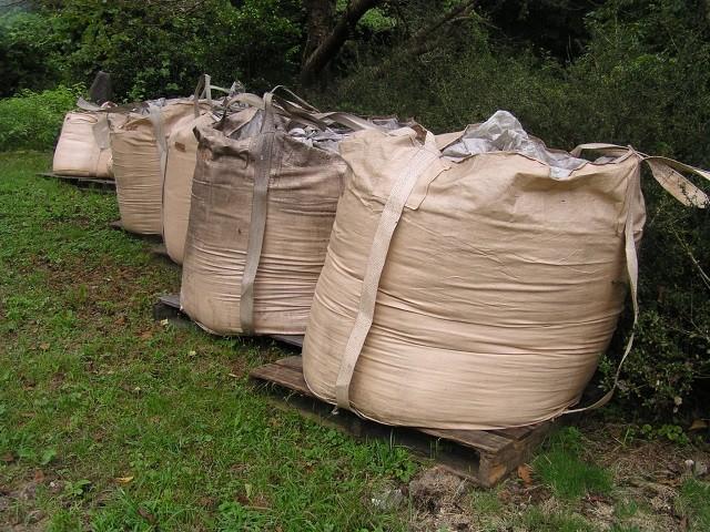 パン生地を米ぬか小麦粉などで水分調整しフレコンで3カ月~6カ月醗酵