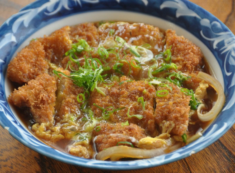 同梱しておりますタレを使った「富士特製カツ煮」は絶品です!!
